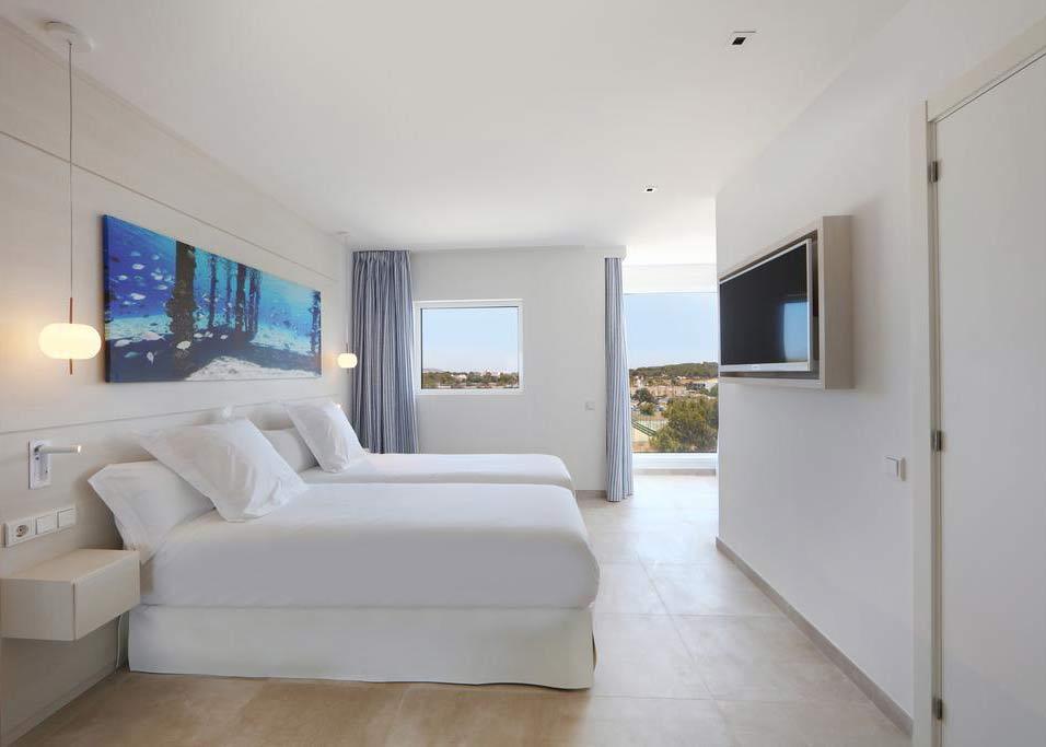 Iberostar Santa Eulalia Adults Only Ibiza slaapkamer