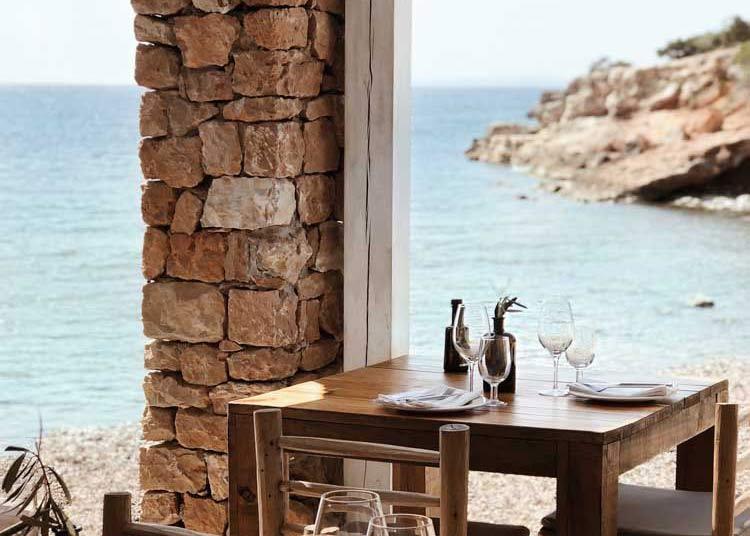 Cala Bonita, tafel met zeezicht